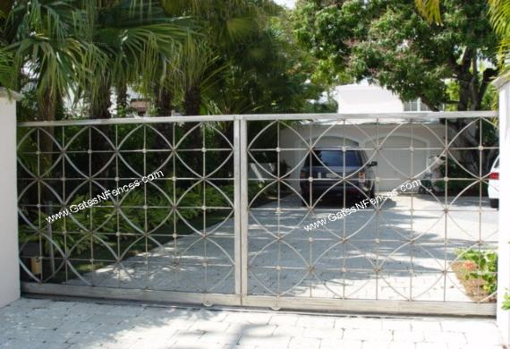 This is a Custom Decrative Driveway Aluminum Gate Design can be made in Steel,Moder Gate Design